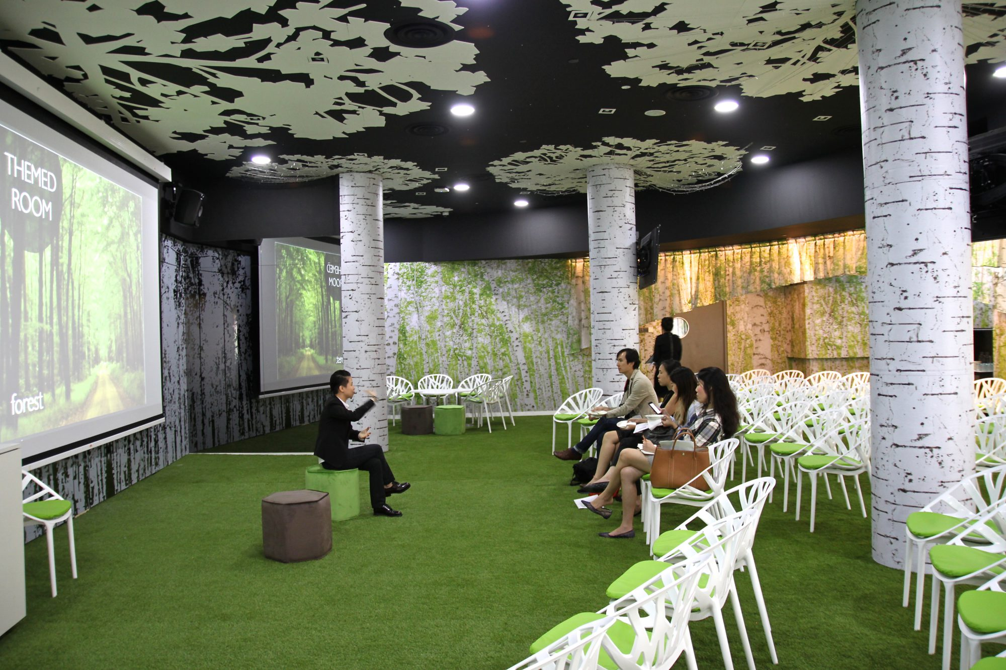 huone-singapore-conference-room-forest