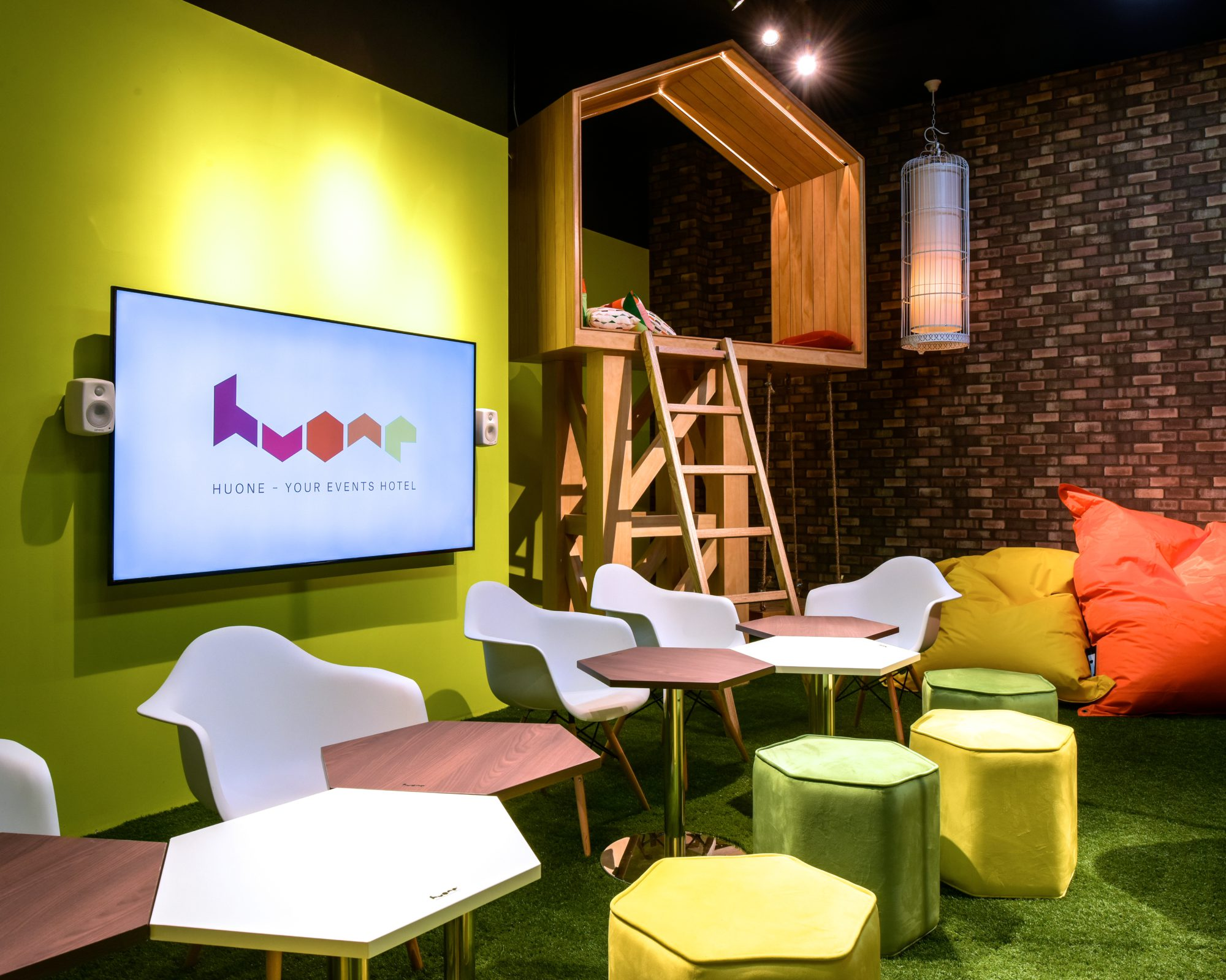 huone-singapore-conference-room-swing