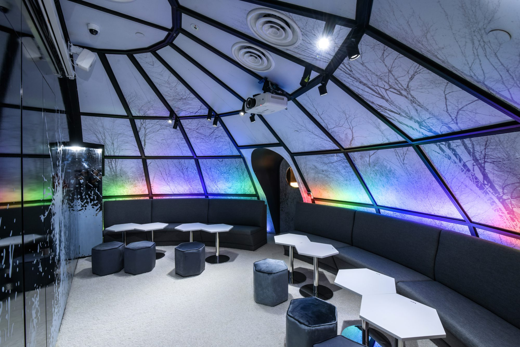 huone-singapore-conference-room-igloo