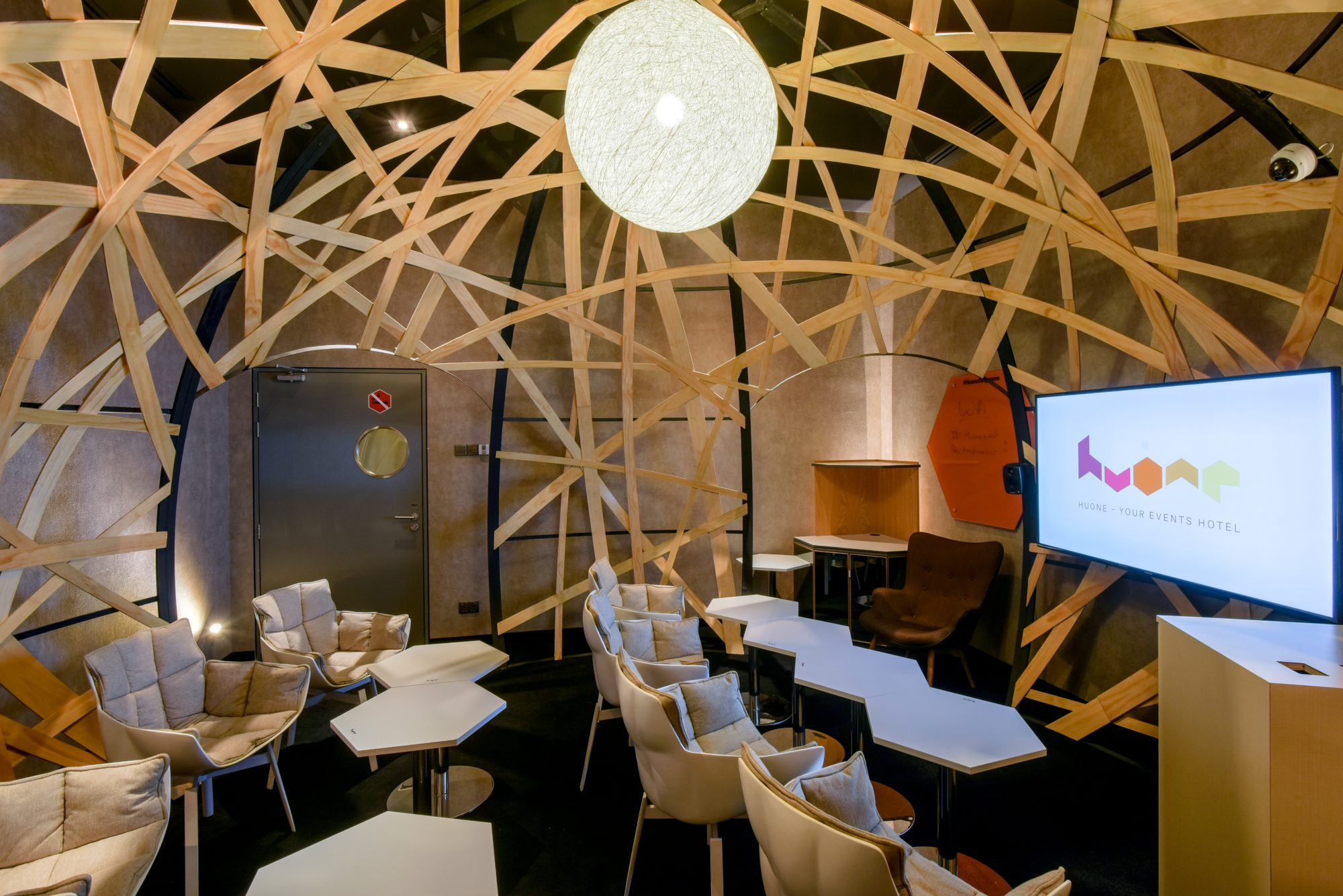 huone-singapore-conference-room-nest